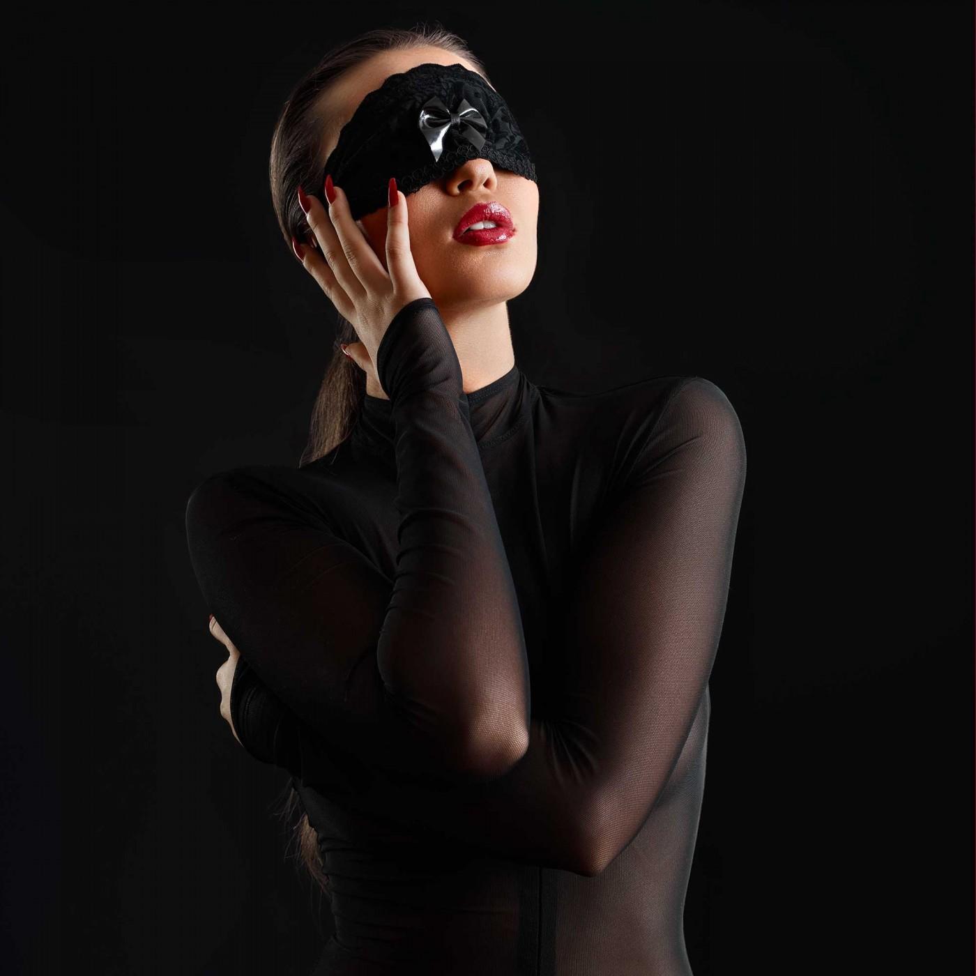 Lou, sexy black lace mask - Patrice Catanzaro