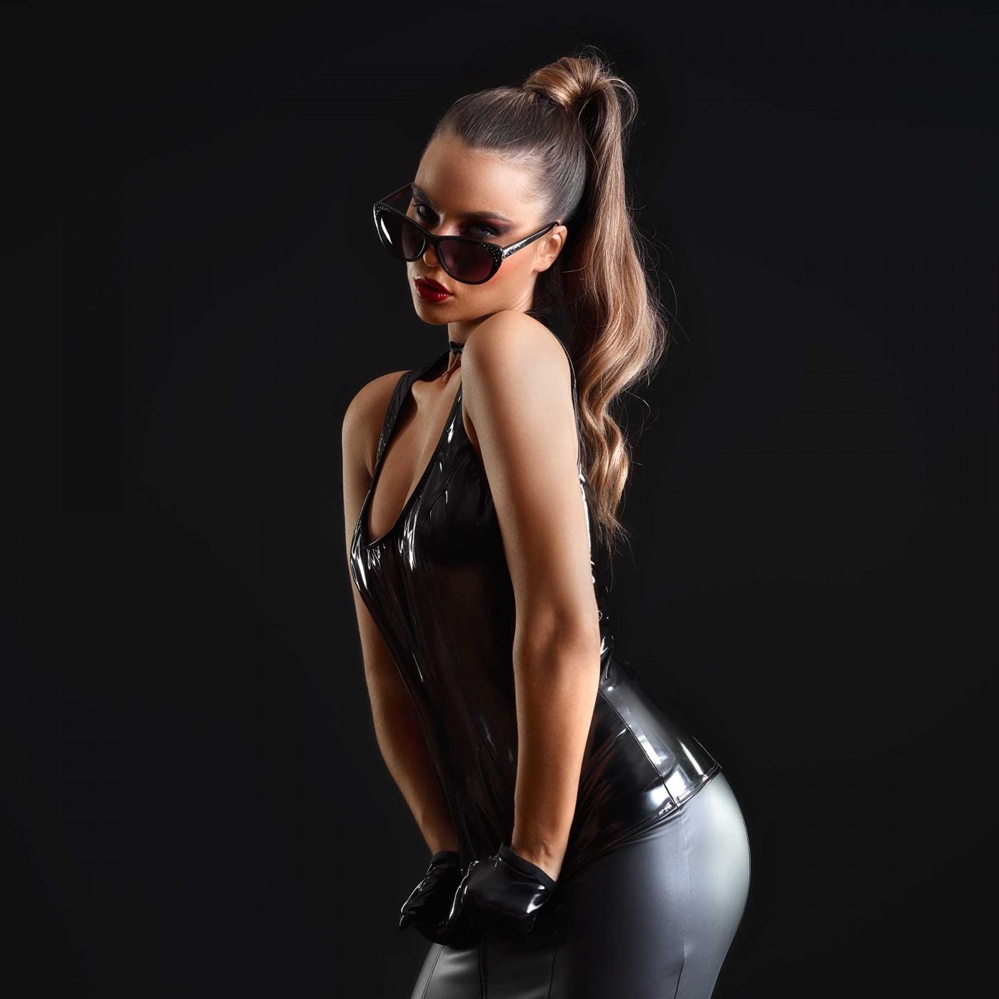 Praline, top sexy en vinyle noir - Patrice Catanzaro
